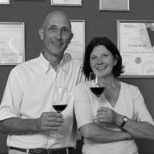 files/images/winemakers/south_africa/ingrid-luca-bein/Ingrid_and_Luca_Bein_SQ.jpg